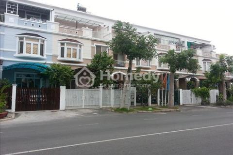 Cần cho thuê biệt thự Hưng Thái, Phú Mỹ Hưng, Quận 7. Nhà đẹp, giá 1.200 USD/tháng
