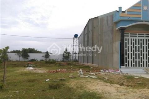 Cần tiền trả nợ bán gấp lô đất 300 m2 mặt tiền chợ, ngay khu công nghiệp nước ngoài.