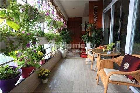 Cho thuê căn hộ chung cư 671 Hoàng hoa thám, 180 m2, 3 phòng ngủ, đủ đồ đẹp