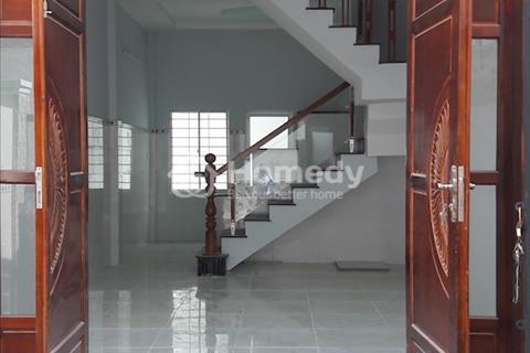 Chính chủ bán nhà ngay chợ Hưng Long, Bình Chánh, nhà đẹp vào ở ngay, chỉ 580 triệu, sổ hồng riêng