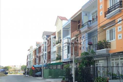 Nhà 1 trệt 2 lầu, SHR, ngay gần chợ Bình Chánh, mặt tiền quốc lộ 1A