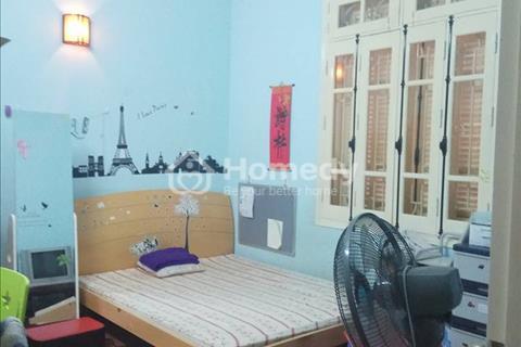Gia đình cần bán gấp nhà mặt phố Hàng Lược, vị trí đẹp nhất phố, cách chợ Đồng Xuân 70m.