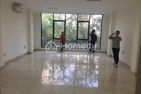 Chính chủ cho thuê VP phố Hoàng Quốc Việt, S = 70m2, nhà 2 mặt tiền, view cực đẹp, Free DV