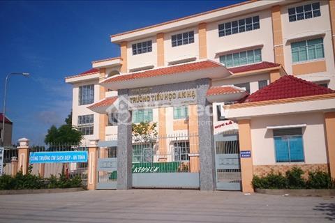 cần tiền bán gấp 2 lô đất đối diện UBND , dãy nhà trọ 12 phòng đang cho thuê 15tr/tháng