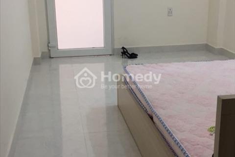 Phòng đẹp giá cực rẻ diện tích 20m2 có sẵn máy lạnh, có thang máy tại Bình Thạnh