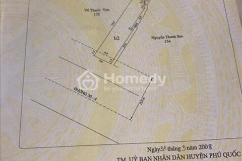 Cần tiền bán gấp 01 căn nhà mặt tiền, đường 30 tháng 4, ngay cổng chợ Đêm Phú Quốc, giá 24 tỷ