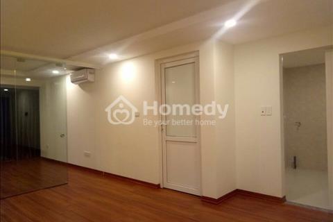 Cho thuê căn hộ 2 phòng ngủ và khách đầy đủ tiện nghi sàn gỗ diện tích 65m2 mặt phố Đông Các