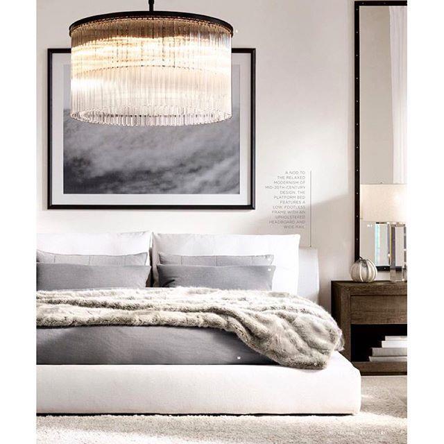 Ví dụ như khi bạn đã chọn cho phòng ngủ của mình những tông màu trung tính, hãy nghĩ đến việc sắm một chiếc đèn vàng để trở nên nổi bật và ấm áp hơn.